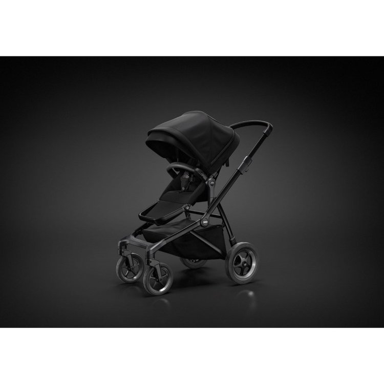 thule-sleek-stroller-black-on-black