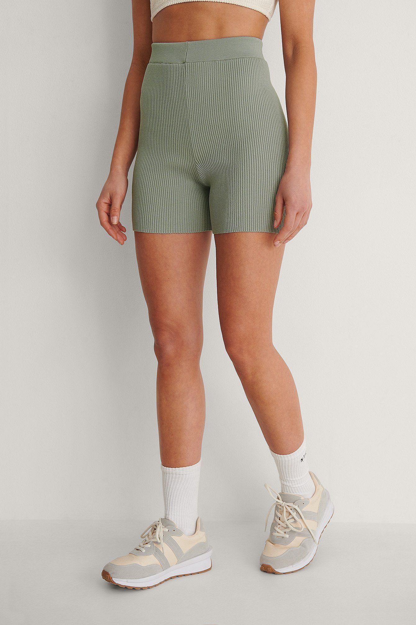 Eng Anliegende Gerippte Strick-Shorts- 27,95 Euro