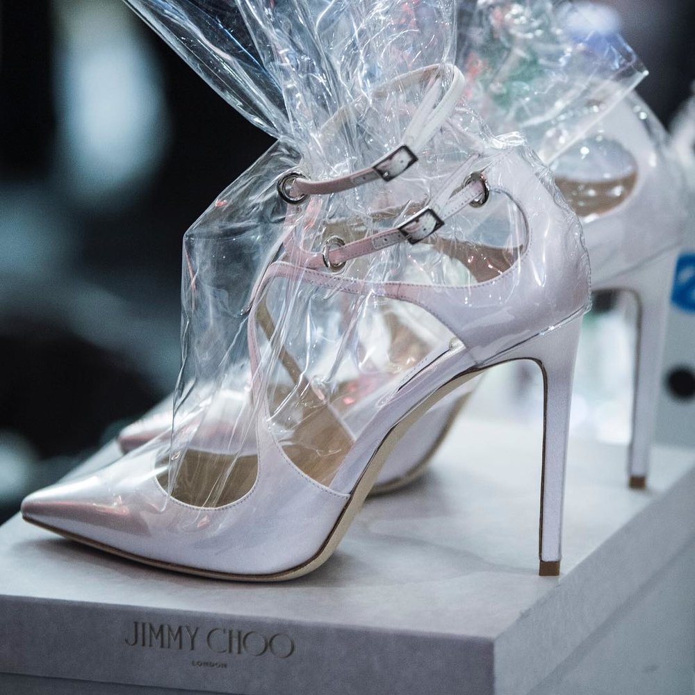 Foto:Jimmy Choo - Jimmy Choo Pumps by Vetements: Frischhaltefolie statt nackter Füße