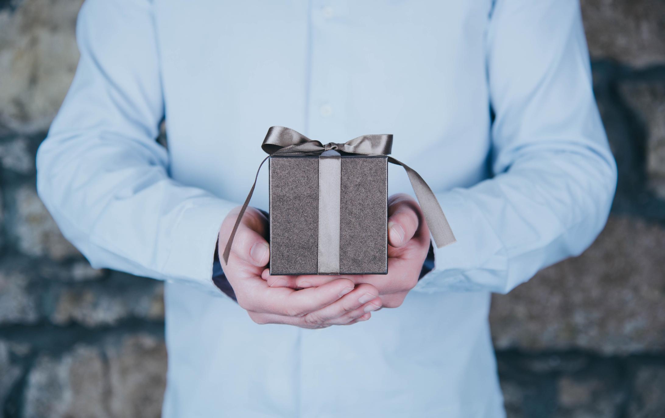 Macht auch SEIN Weihnachten zum wahren Fest - Geschenkideen für IHN